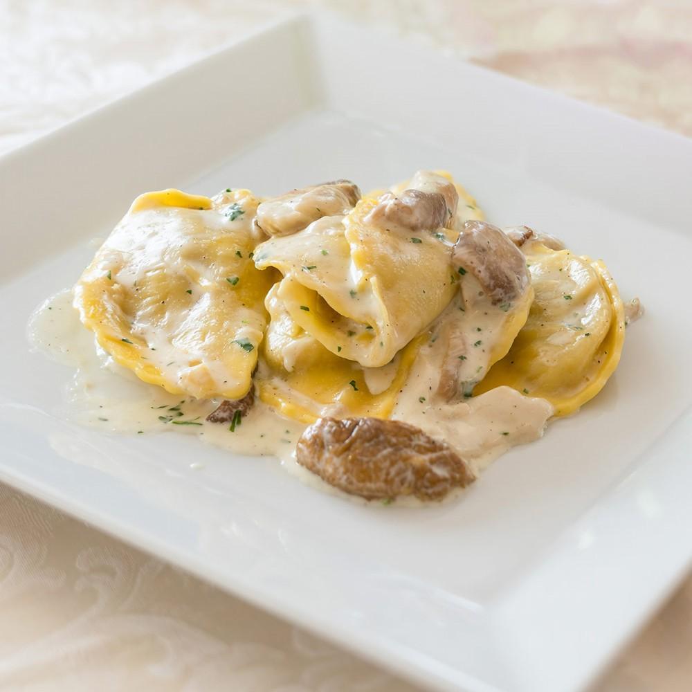 Panzerotti with sautéed porcini mushrooms